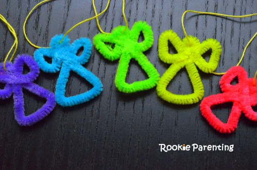 5 pipe cleaners in angel shapes