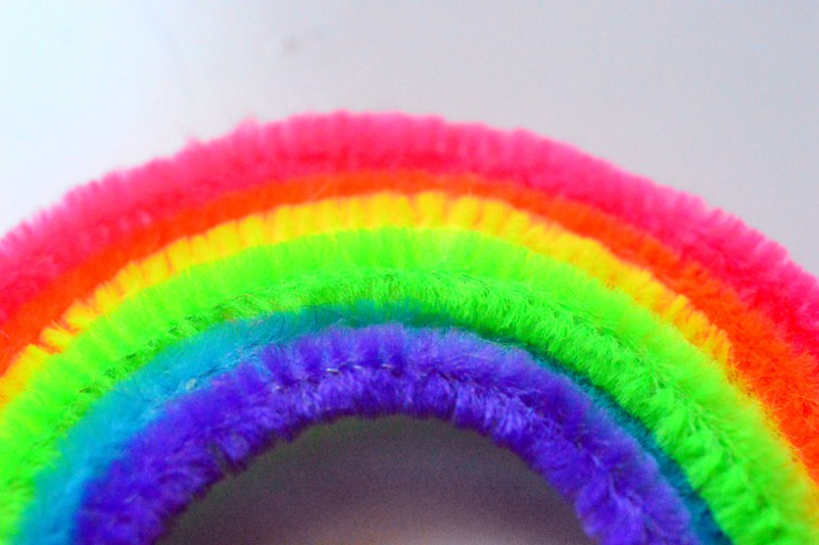 Make an arch using colored pipe cleaners in Borax Crystal Experiment