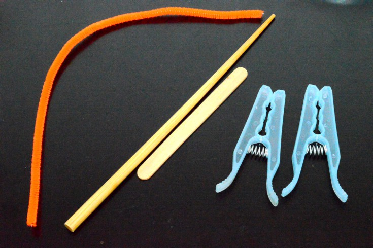 Center Of Gravity materials: pipe cleaner, chopstick, craft stick and 2 clothespins